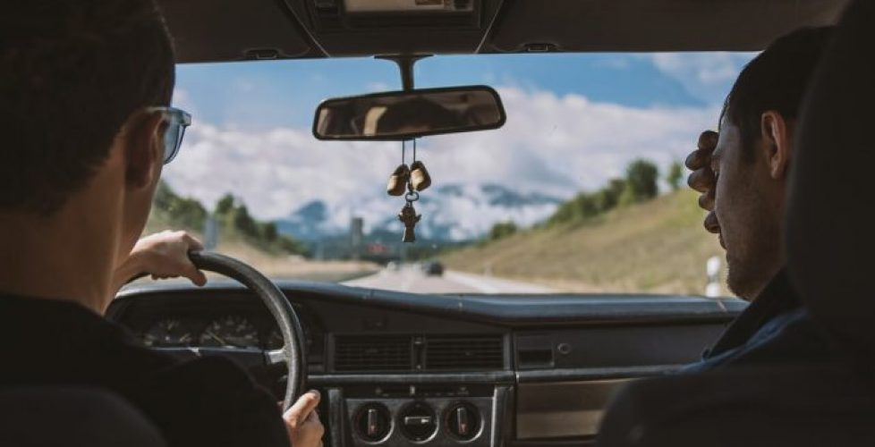 driving-2681097_1280
